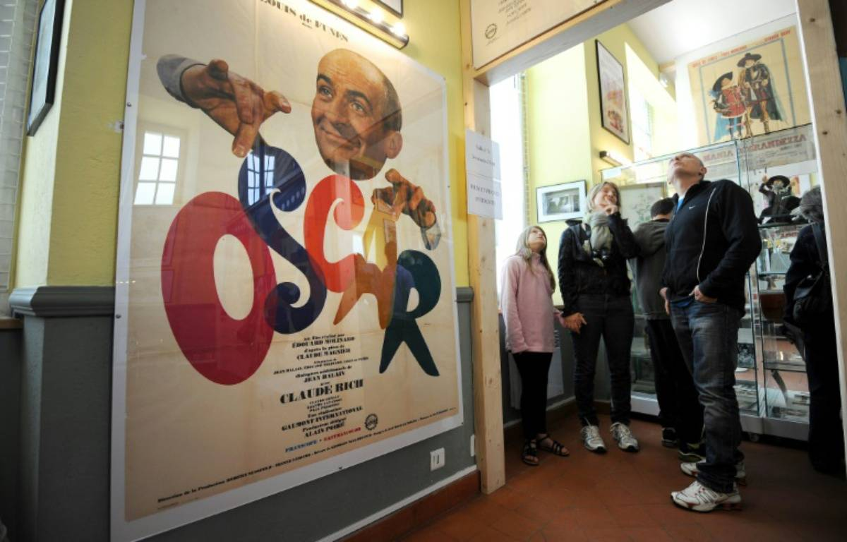 Des visiteurs, le 30 avril 2014, au musée Louis de Funès, situé dans une partie annexe de l'ancien château du légendaire acteur comique, au Cellier (Loire-Atlantique) – JEAN-SEBASTIEN EVRARD AFP