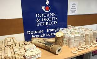 Les douaniers de l'aéroport de Roissy Charles-de-Gaulle ont découvert 95kg d'ivoire, dans les bagages d'un couple vietnamien, le 7 décembre 2015.