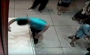 Un garçon a trébuché dans un musée de Taipei (Taïwan), et transpercé un tableau de Paolo Porpora estimé à 1,3 million d'euros.