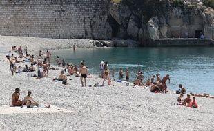 Une plage de Nice (Illustration)