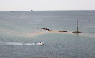 Illustration d'un bateau de plaisance, ici au large de la côte d'Emeraude, en Ille-et-Vilaine.