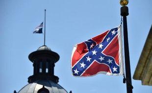 Le drapeau confédéré devant le Parlement local le 19 juin 2015 à Charleston