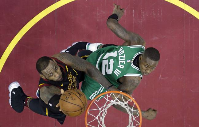 VIDEO. Playoffs NBA: LeBron et Cleveland se réveillent face à Boston, attention série de dingue en approche