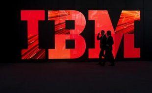 La direction du groupe informatique américain IBM a annoncé mardi qu'elle allait renoncer à ses bonus pour l'année 2013, tirant les conséquences d'un recul du bénéfice net et surtout d'une croissance en panne.