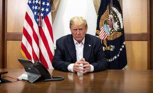 Le président américain Donald Trump, le dimanche 4 octobre 2020 à l'hôpital de Bethesda, près de Washington, où il est pris en charge après avoir contracté le Covid-19.