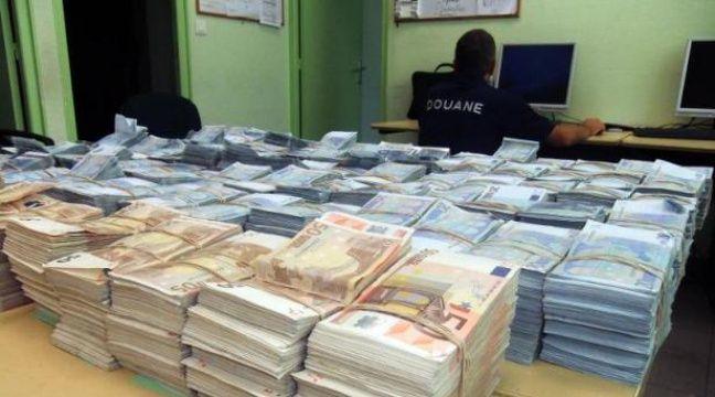 Nord : Un chargement de 50 kg de billets de banque découvert dans une voiture