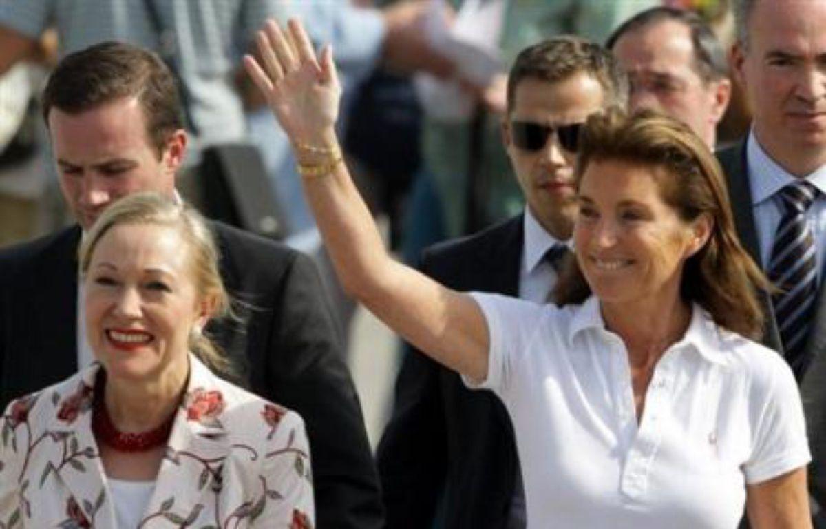 """Elle était en revanche intervenue de façon aussi spectaculaire qu'inattendue dans le dossier des soignants bulgares détenus en Libye, faisant deux fois le voyage de Tripoli comme """"émissaire personnel"""" de son époux et raccompagnant les infirmières à Sofia dans un avion officiel français. – Dimitar Dilkoff AFP/archives"""