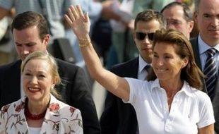 """Elle était en revanche intervenue de façon aussi spectaculaire qu'inattendue dans le dossier des soignants bulgares détenus en Libye, faisant deux fois le voyage de Tripoli comme """"émissaire personnel"""" de son époux et raccompagnant les infirmières à Sofia dans un avion officiel français."""