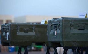 """Le chef de la diplomatie française Laurent Fabius a jugé jeudi """"plausible"""" la revendication d'Al-Qaïda au Maghreb islamique (Aqmi) qui a affirmé mercredi dans un communiqué avoir tué les deux journalistes français de Radio France Internaitonale le 2 novembre à Kidal, dans le nord du Mali."""