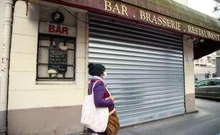 Un bar fermé pendant le confinement, ici à Paris. (illustration)