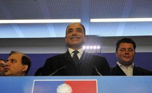 Le vote des adhérents pour désigner un nouveau chef à l'UMP a tourné à la foire d'empoigne dimanche soir, Jean-François Copé et François Fillon revendiquant chacun de leur côté la victoire, pendant que leurs camps s'accusaient de fraudes.