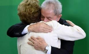 L'ex-président Luiz Inacio Lula da Silva et la présidente actuelle Dilma Rousseff, à Brasilia, le 17 mars 2016