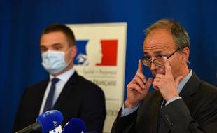 Le procureur de la République de Metz,  Christian Mercuri (à droite) R) lors de la conférence de presse à Hayange le 25 mai 2021.