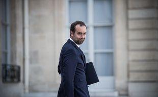 Le ministre chargé des Collectivités territoriales, Sébastien Lecornu, appelle les maires de droite à