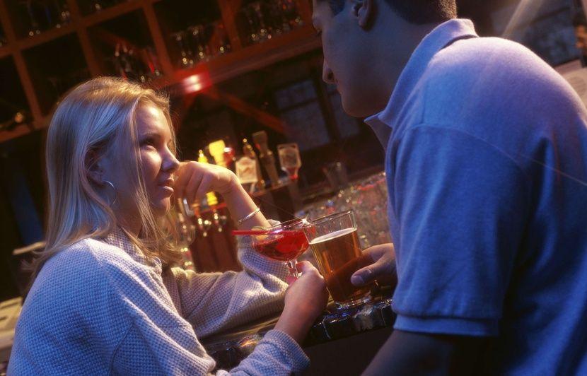 rencontrer un mec dans un bar