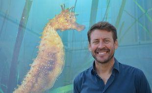 Laurent Ballesta, devant l'une des photos de l'exposition Planète Méditerranée