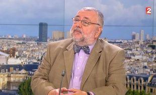 Jean-Daniel Flaysakier sur le plateau de France 2.