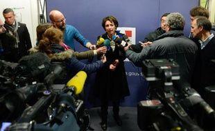 La ministre de la Santé Marisol Touraine a assuré dimanche à l'hôpital de Chambéry que tout était mis en œuvre pour faire la lumière sur le décès de trois nourrissons contaminés par des poches alimentaires, sans mettre en cause leur fabricant à ce stade de l'enquête.