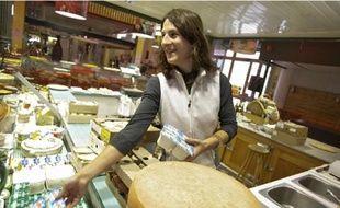 Les commerçants de la Halle de la Martinière, comme Sophie Martinez, aimeraient que de nouveaux artisans s'installent rapidement.