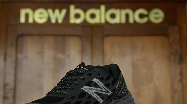 new balance soutient donald trump les internautes br lent leurs baskets. Black Bedroom Furniture Sets. Home Design Ideas