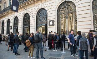 Après ceux du Louvre et d'Opéra (photo), Apple projette l'ouverture de nouveaux magasins à Paris. Au marché Saint-Germain mais aussi et surtout sur l'avenue des Champs-Elysées.