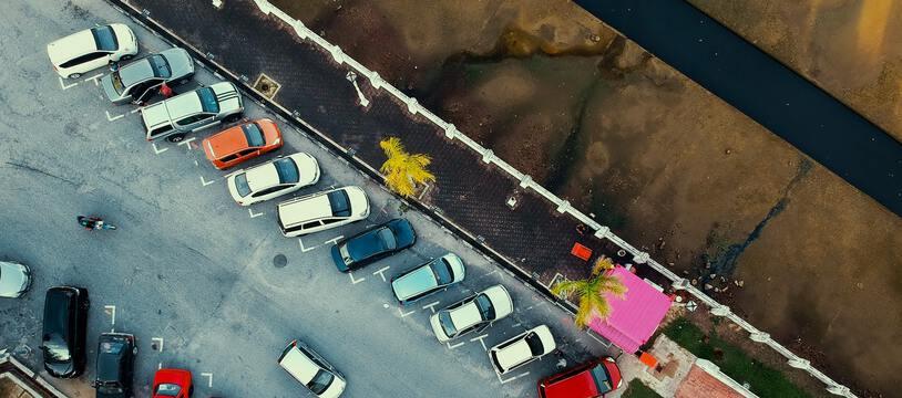 Un parking. (illustration)