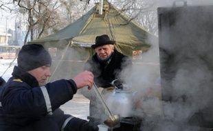 La vague de froid sévissant depuis une semaine en Europe a déjà fait au moins 220 morts, bilan qui risque de s'aggraver, particulièrement dans l'est du continent où l'Ukraine et la Pologne sont les plus touchées avec 138 décès à elles seules