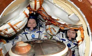 Qui de mieux placé qu'un astronaute pour parler de confinement? Ici sur la photo, datant de 2017, Thomas Pesquet (droite) avec le commandant russe Oleg Novitsky.