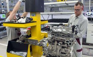 Assemblage d'un moteur diesel en Allemagne, le 23 octobre 2015.