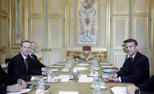 Emmanuel Macron et le patron de Facebook, Mark Zuckerberg, lors d'un réunion à l'Elysée, à paris, le 10 mai 2019.