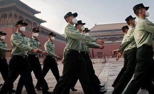 Des soldats de l'armée chinoise devant la Cité interdite, le 21 mai 2020 à Pékin.