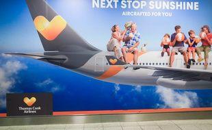 Une affiche du voyagiste Thomas Cook à l'aéroport de Gatwick, à Londres.