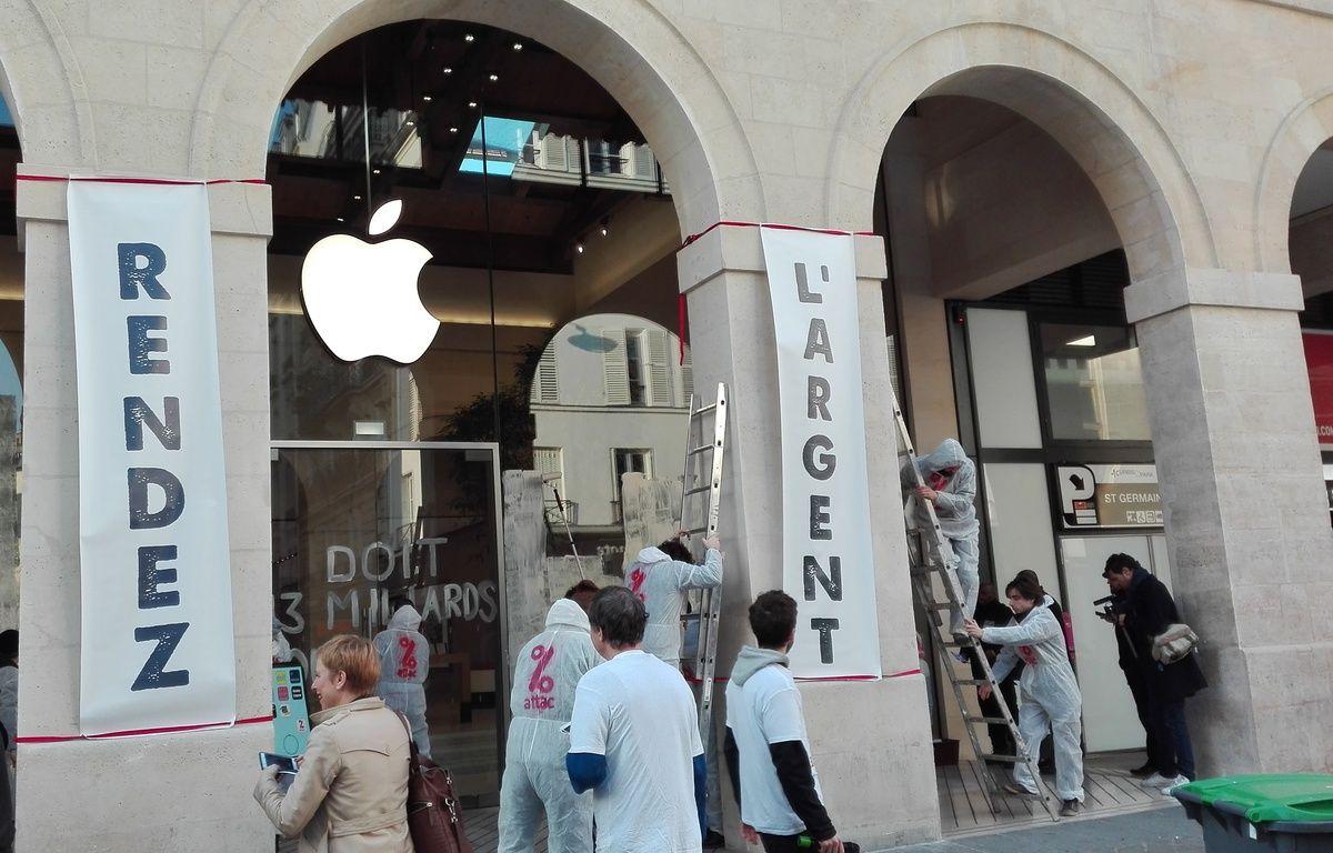 L'opération d'Attac s'est déroulée très rapidement ce lundi matin, devant l'Apple Store du marché Saint-Germain (Paris 6e).  – Nicolas Raffin/20 Minutes