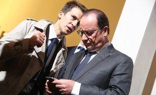 Gaspard Gantzer, le conseiller en communication  du président de la République, et François Hollande, à l'Ecole nationale des Chartes, à Paris, le 9 octobre 2015.