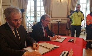 Le préfet du Grand Est Stéphane Fratacci et le maire de Strasbourg Roland Ries ont signé cette convention vendredi 17 mars.
