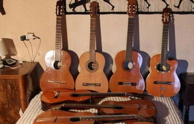Quelques-unes des guitares volées le 11 novembre dernier à Rabastens et qui font l'objet d'un appel à témoins de la gendarmerie du Tarn.