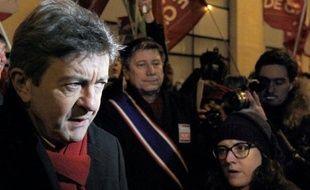 """Le Front de gauche de Jean-Luc Mélenchon entend """"jeter à la poubelle le scénario du match à quatre"""" entre les principaux candidats à la présidentielle en intensifiant sa campagne de terrain, a affirmé mardi François Delapierre, directeur de campagne."""