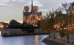 Vue arrière de Notre-Dame à Paris. (Illustration)