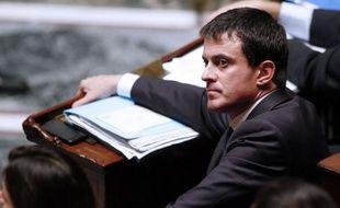 """Le ministre de l'Intérieur, Manuel Valls, a repris vendredi au sujet de l'immigration la phrase de Michel Rocard affirmant que la France ne pouvait pas """"accueillir toute la misère du monde"""", car la gauche, a-t-il dit, """"ce n'est pas que des frontières ouvertes""""."""