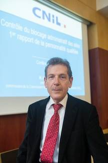 Alexandre Linden est chargé du contrôle du blocage administratif des sites provoquant à des actes de terrorisme ou en faisant l'apologie, ou à caractère pédopornographiqueà la Cnil.