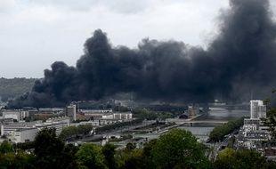 Le 26 septembre, un énorme incendie se déclare sur les sites de Lubrizol et de Normandie Logistique à Rouen.