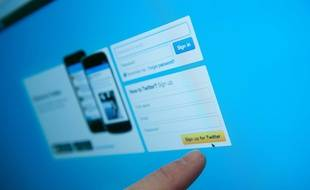 """Twitter a supprimé de nombreux comptes """"automatiques"""" jugés pro-russes."""