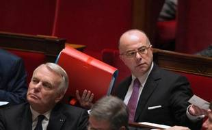 Le ministre du Budget Bernard Cazeneuve a signé lundi la cession par l'Etat, d'un terrain public à la municipalité de Grenoble pour un million d'euros, avec une décote de 73%, afin d'y construire 151 logements, dans le cadre de la loi de mobilisation du foncier public.