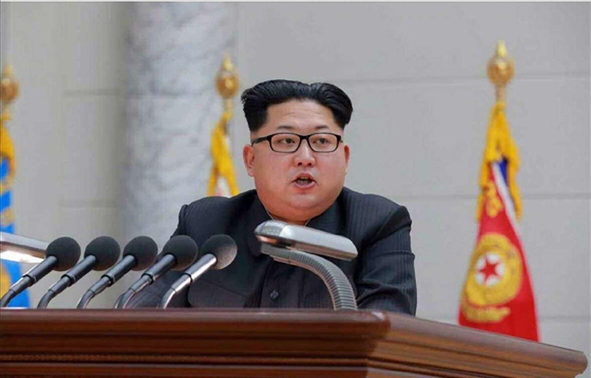 Kim Jong-Un soutient que le dernier essai nucléaire mené par son pays était destiné à éviter une guerre nucléaire avec les Etats-Unis. Image datée du 10 janvier 2016. – Yonhap News/NEWSCOM/SIPA