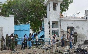 """Les insurgés islamistes shebab ont averti jeudi l'ONU qu'elle ne trouverait """"aucun refuge sûr"""" en Somalie, au lendemain d'une attaque suicide spectaculaire à Mogadiscio qui a fait 18 morts, mais le président somalien a promis d'avancer malgré tout vers la paix."""