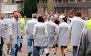 Des salariés sur le site de PSA La Janais à Rennes.