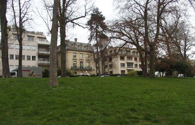 Paris, le 19 mars 2017. L'avenue Maunoury vue du centre d'accueil du Bois de Boulogne.