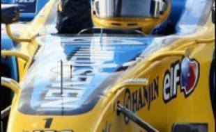 """Le Grand Prix du Brésil où sera sacré dimanche le champion du monde -avantage Fernando Alonso face à Michael Schumacher- marque un certain nombre de """"dernières"""", mais les titres pilotes et constructeurs étant en jeu, Renault et Ferrari devront attaquer sabre au clair."""