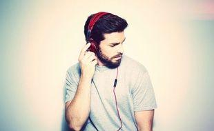 Il est possible d'écouter de la musique non compressée avec un casque audio.