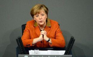 """Angela Merkela exhorté """"Vladimir Poutine à plaider pour un dialogue constructif"""" en Ukraine, lors d'un entretien téléphonique mercredi, à la suite duquel le Kremlin a mis en garde contre toute ingérence dans l'ex-République soviétique."""